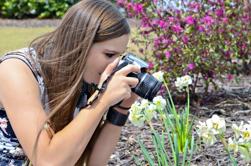 Mädchen, das ein Foto macht lizenzfreies stockbild
