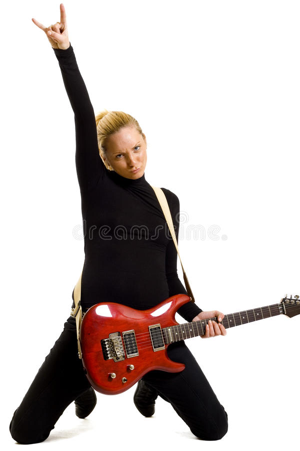 Mädchen, das eine elektrische Gitarre auf ihren Knien spielt lizenzfreie stockfotografie
