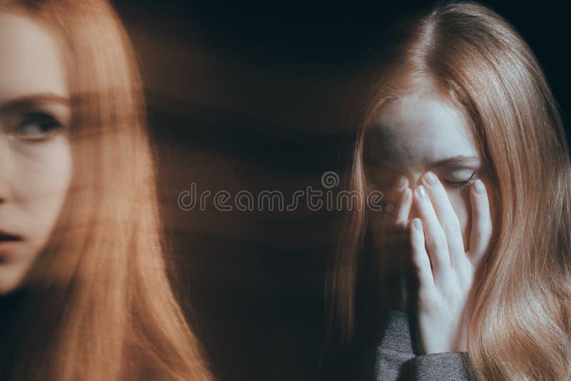 Mädchen, das einen emotionalen Zusammenbruch hat lizenzfreie stockfotografie