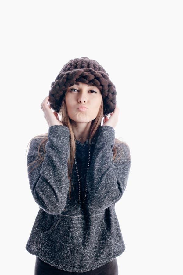 Mädchen, das einen starken Hut trägt stockfotos