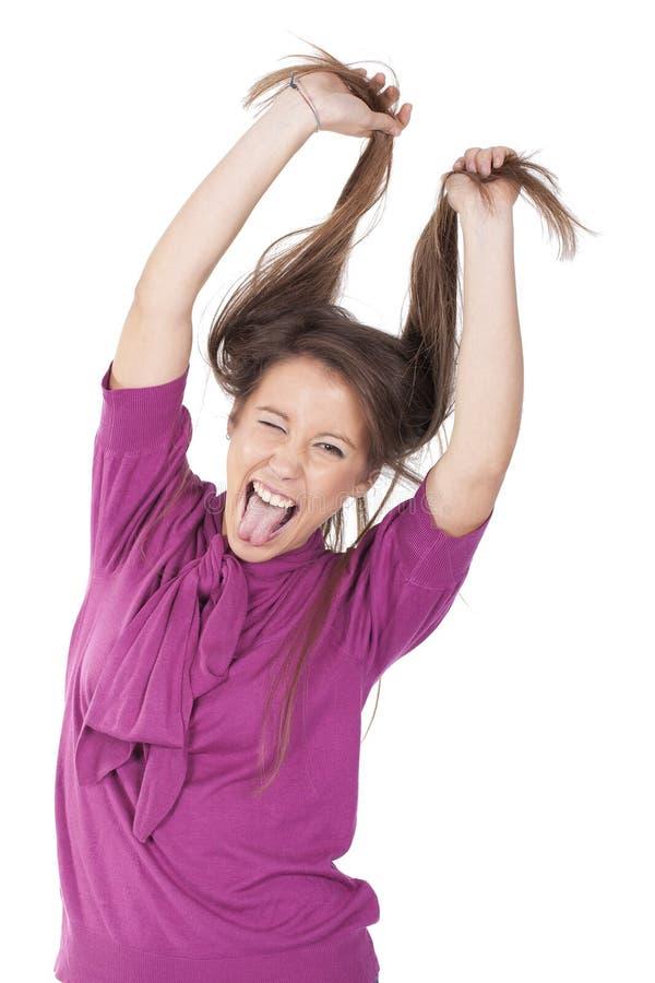 Mädchen, das Haar zieht und Spaß hat lizenzfreie stockfotografie