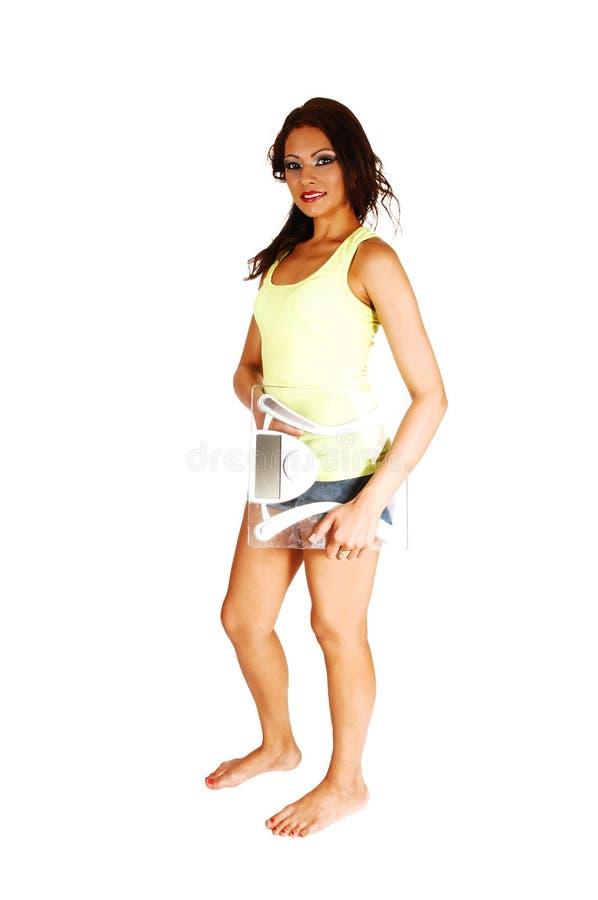 Mädchen, das mit Skala steht. lizenzfreie stockfotografie