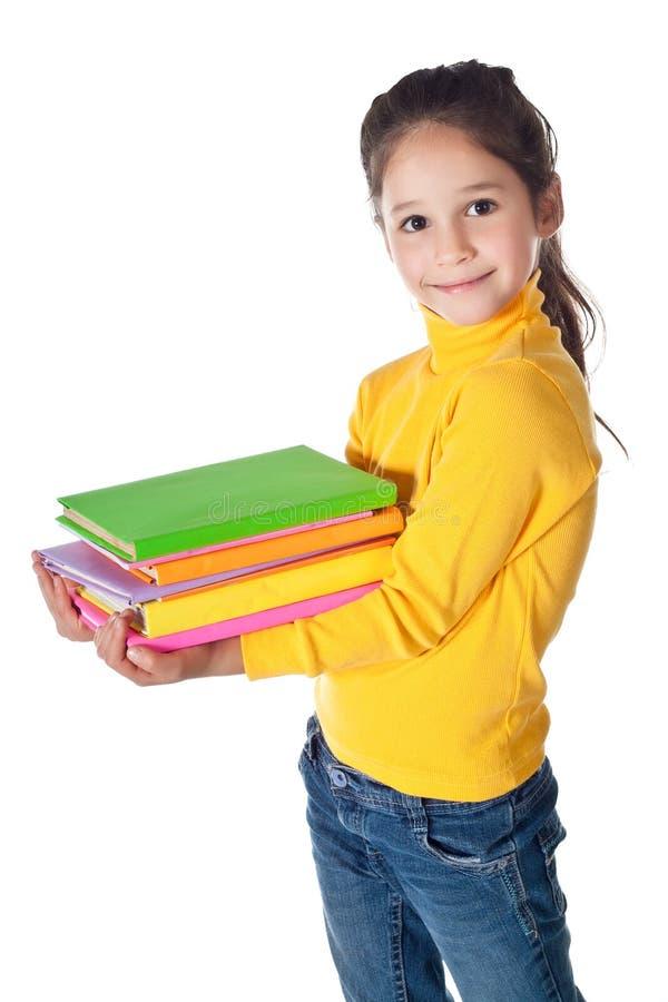 Mädchen, das mit Stapel Büchern steht lizenzfreie stockbilder