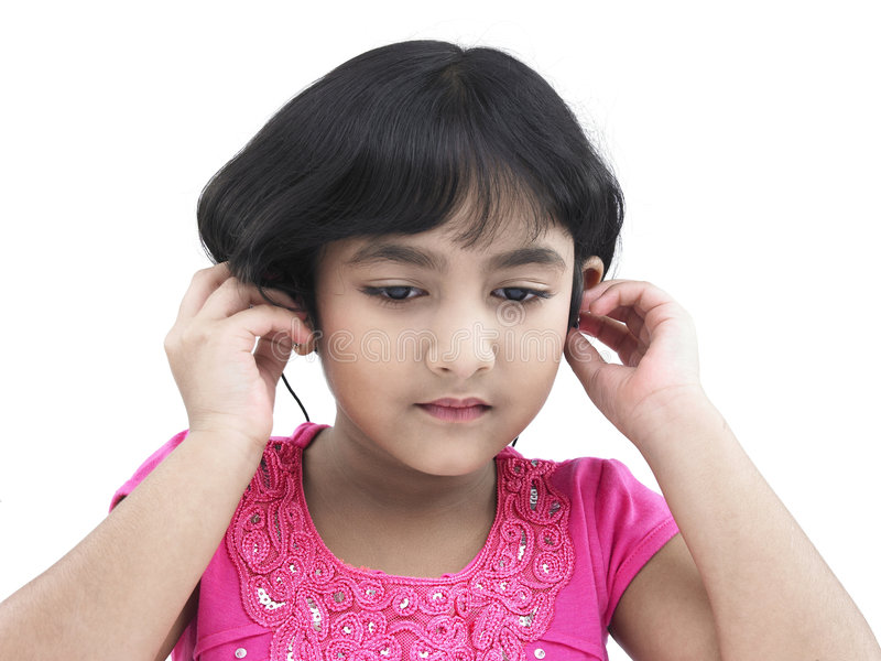 Mädchen, das Musik hört lizenzfreies stockfoto