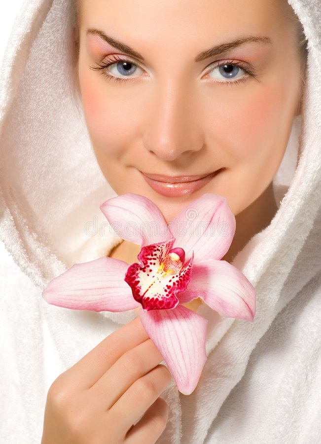 Mädchen, das rosafarbene Orchidee anhält lizenzfreies stockfoto