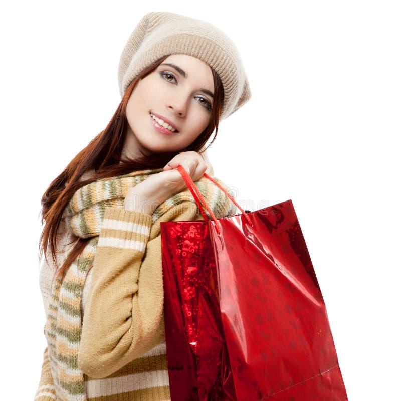 Mädchen, das rote Einkaufstasche anhält stockfoto
