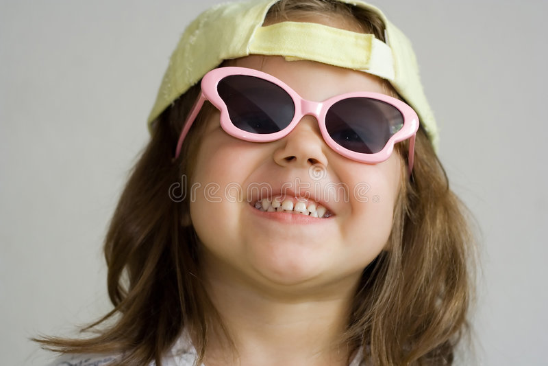 Mädchen in den Sonnenbrillen lizenzfreie stockfotografie
