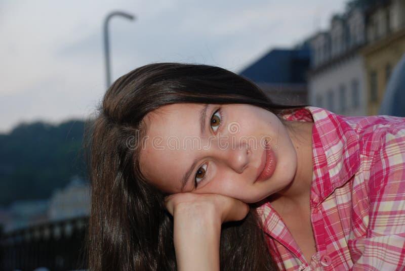 Mädchen in der Dämmerung lizenzfreie stockfotos