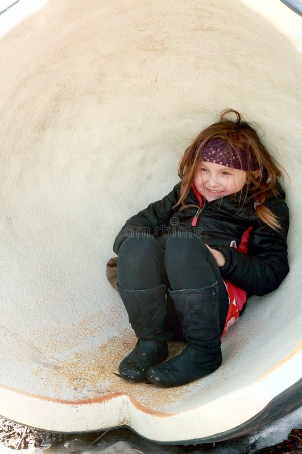Mädchen in der Eierschale stockfoto