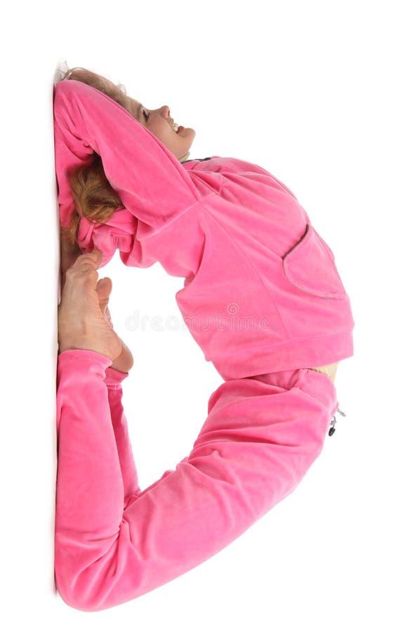 Mädchen in der rosafarbenen Kleidung stellt Zeichen d dar lizenzfreie stockfotos