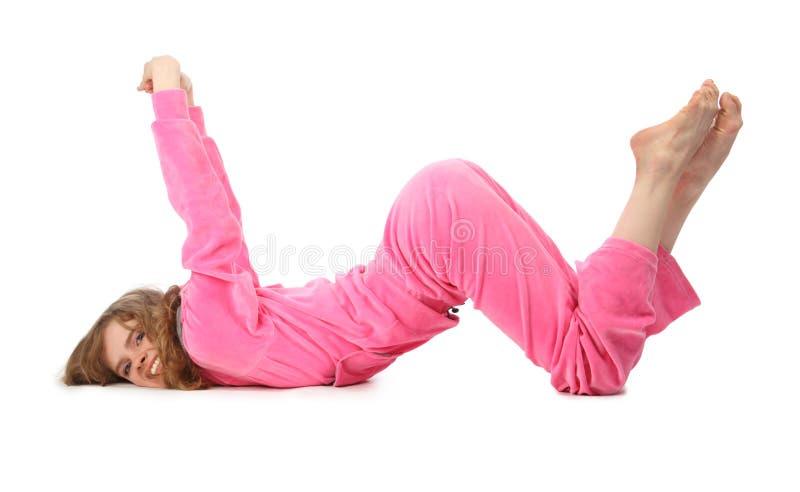 Mädchen in der rosafarbenen Kleidung stellt Zeichen w dar stockbild