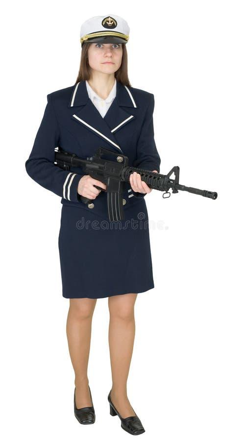 Mädchen in der Uniform des Matrosen mit Gewehr in den Händen lizenzfreies stockbild