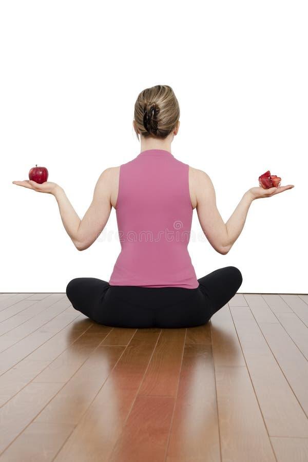 Mädchen in der Yogaposition lizenzfreie stockfotografie