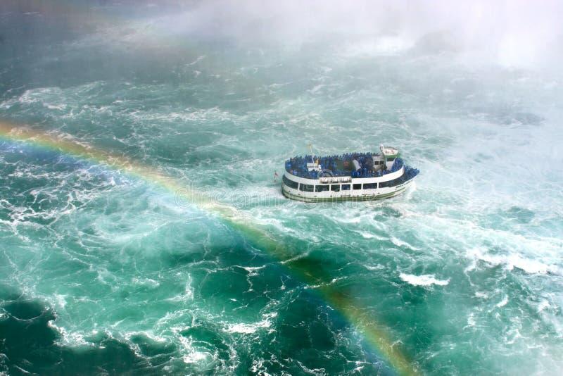 Mädchen des Nebel-Ausflug-Bootes lizenzfreie stockfotos