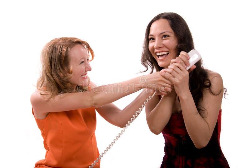 Mädchen, die am Telefon sprechen lizenzfreies stockfoto