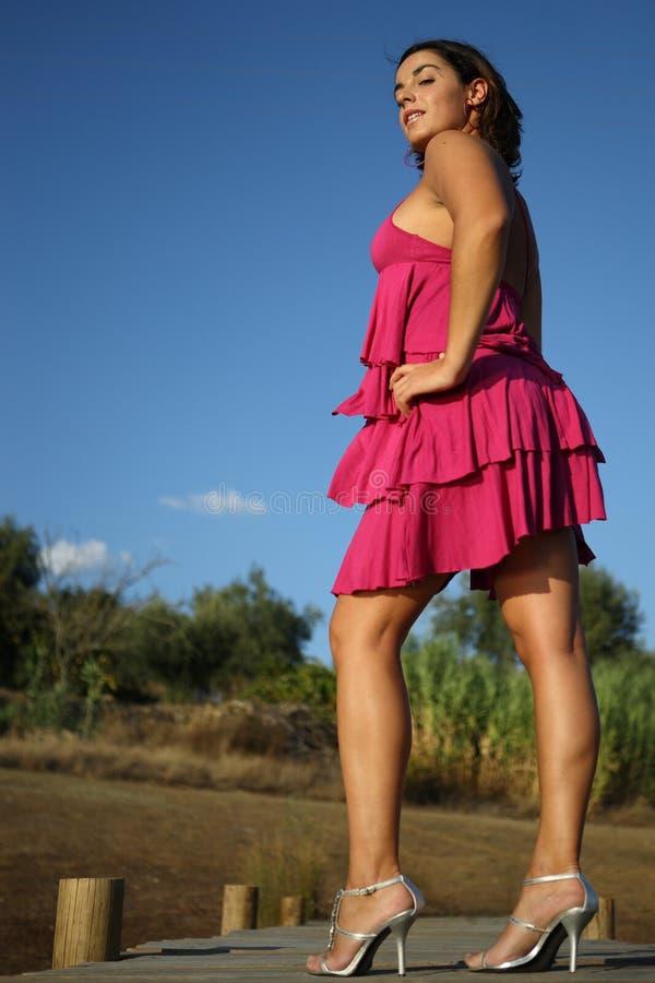 Mädchen durch die Sonne lizenzfreies stockfoto