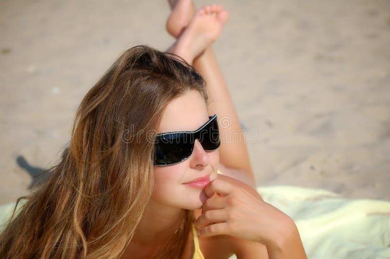 Mädchen an einem freien Sommertag stockfoto