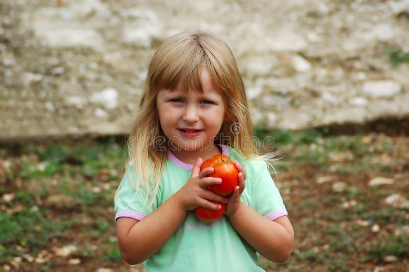 Mädchen in einem Garten stockfotografie