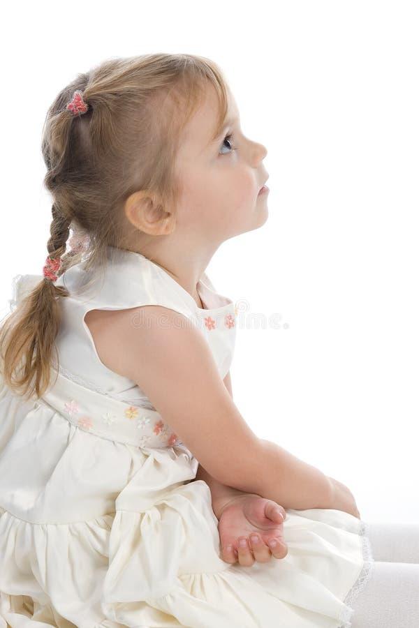 Mädchen in einem schönen Kleid lizenzfreie stockbilder