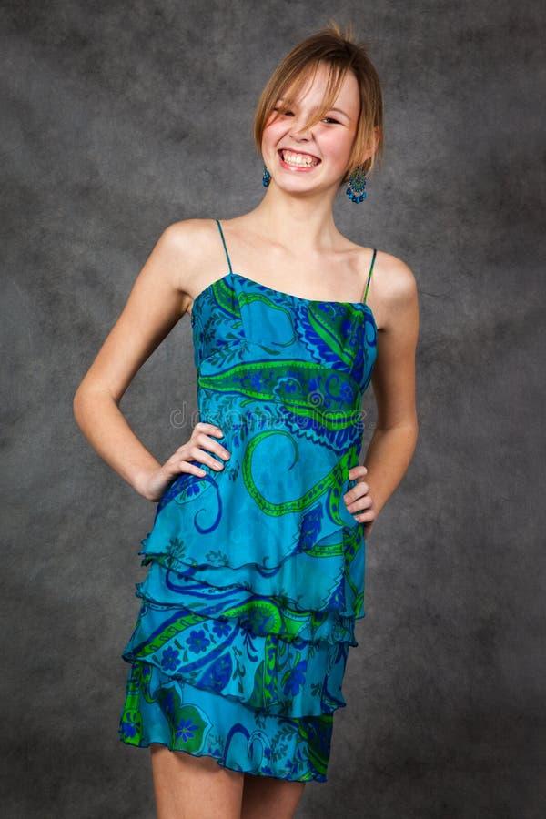 Mädchen in einem schönen Kleid stockfoto
