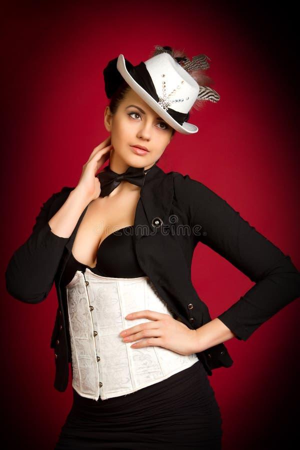 Mädchen in einem weißen Hut stockfoto