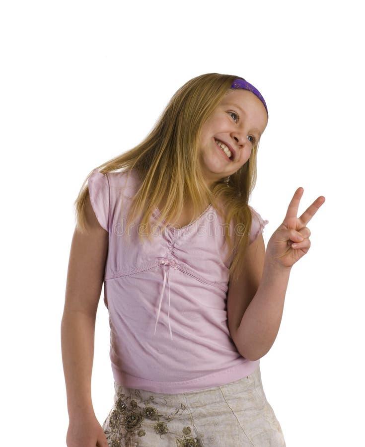 Mädchen-Friedenszeichen stockfoto