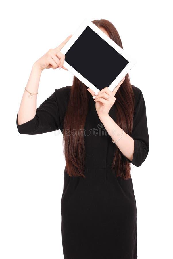 Mädchen hält Tabletten-PC das Gesicht lizenzfreie stockfotografie
