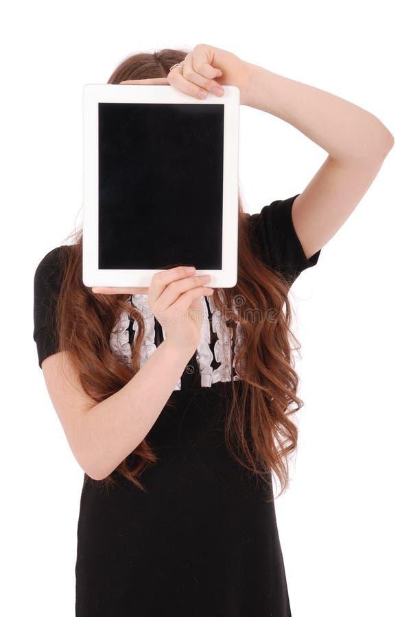 Mädchen hält Tabletten-PC vor Gesicht lizenzfreie stockfotos