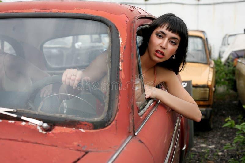 Mädchen im Auto stockfoto