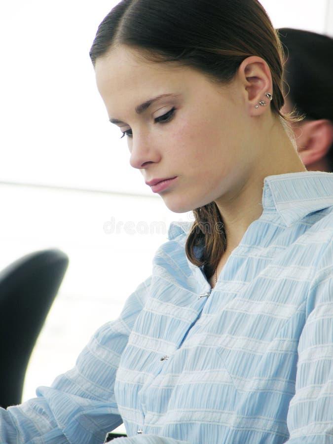 Mädchen im Büro stockfotos