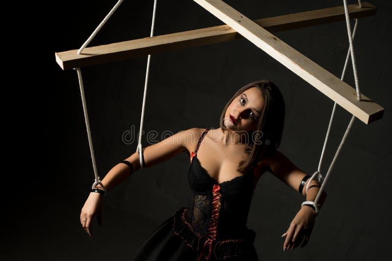 Mädchen im Bild der hohen Winkelsicht der Marionette lizenzfreie stockfotos