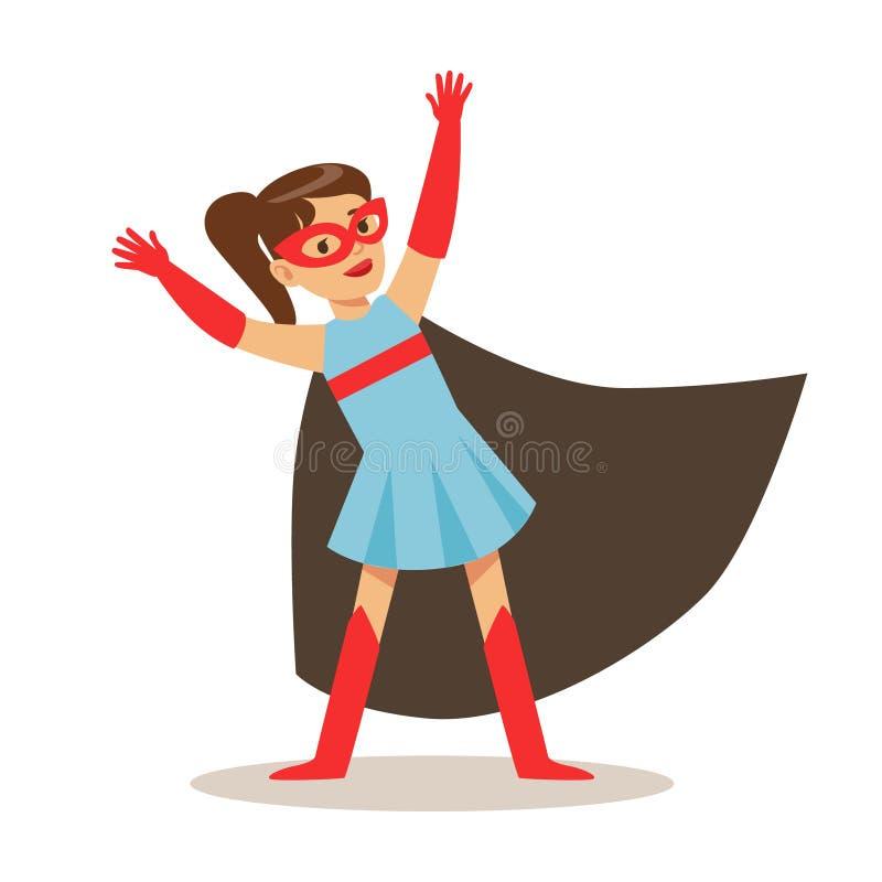 Mädchen im blauen Kleid vortäuschend, Supermächte zu haben gekleidet im Superheld-Kostüm mit schwarzem Kap und das Lächeln zu mas lizenzfreie abbildung