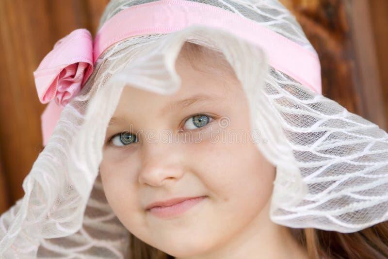 Download Mädchen im Breitrand stockfoto. Bild von abnutzung, augen - 26372362