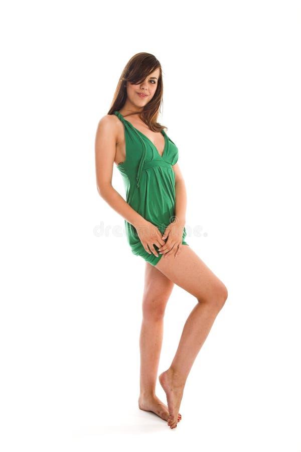 Mädchen im grünen Kleid lizenzfreie stockbilder