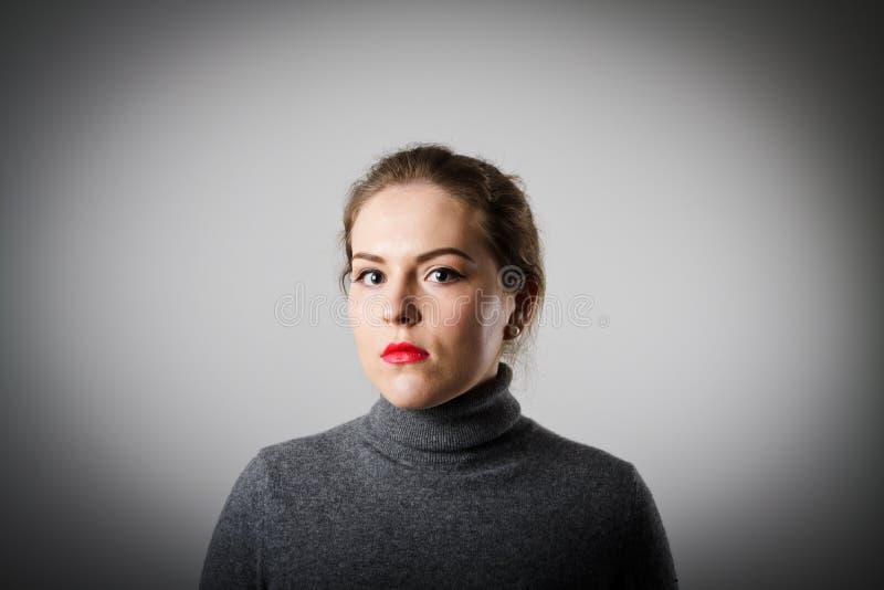 Mädchen im Grau lizenzfreies stockfoto