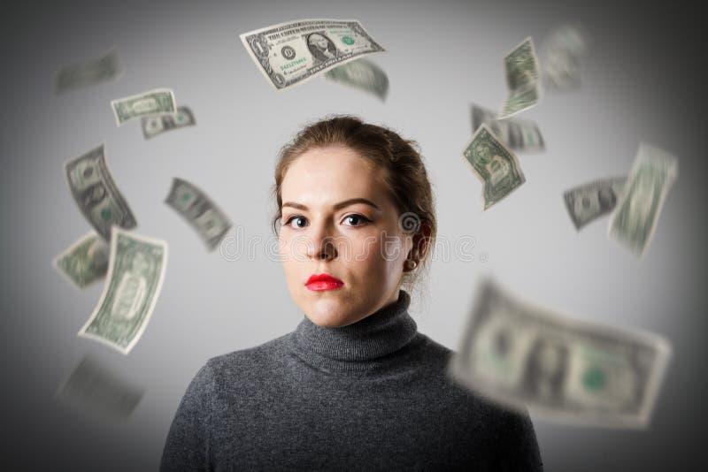 Mädchen im Grau und in den Dollar lizenzfreies stockfoto