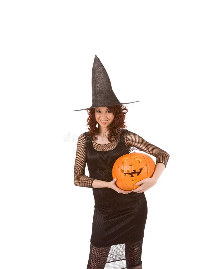 Mädchen im Halloween-Kostüm (Fokus auf Kürbis lizenzfreie stockfotografie
