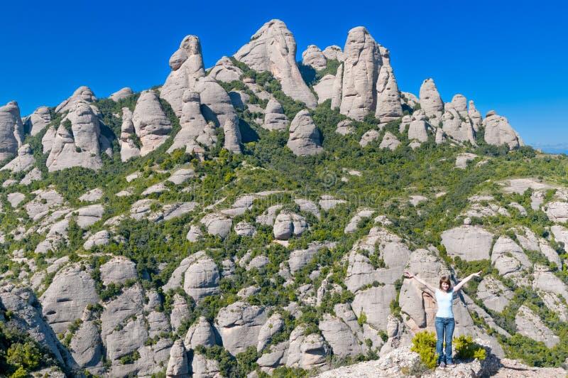 Mädchen im Montserrat-Berg stockbild