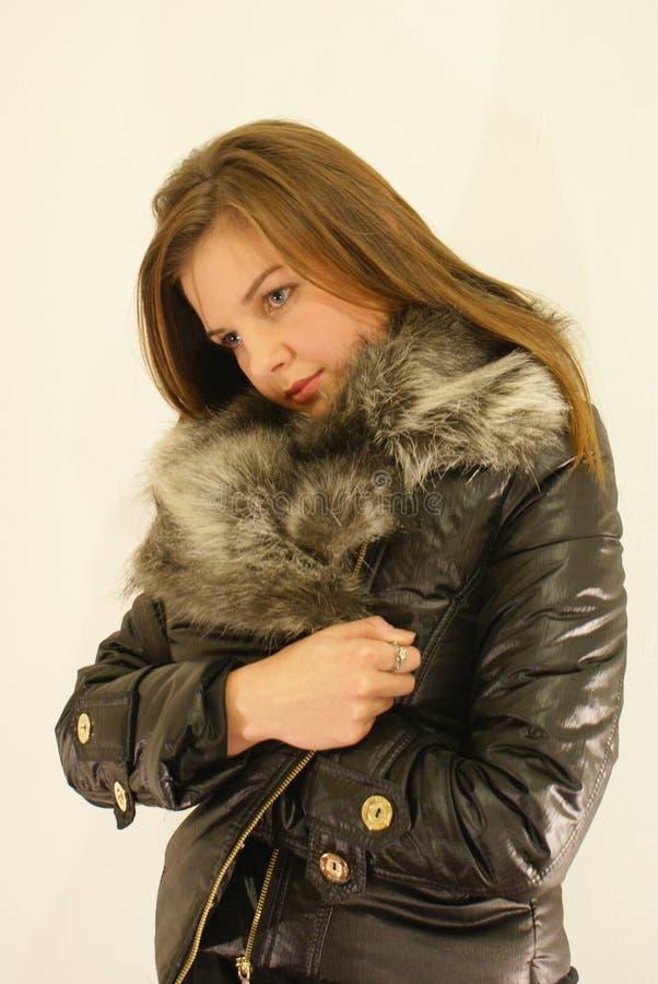 Mädchen im Pelz stockfoto
