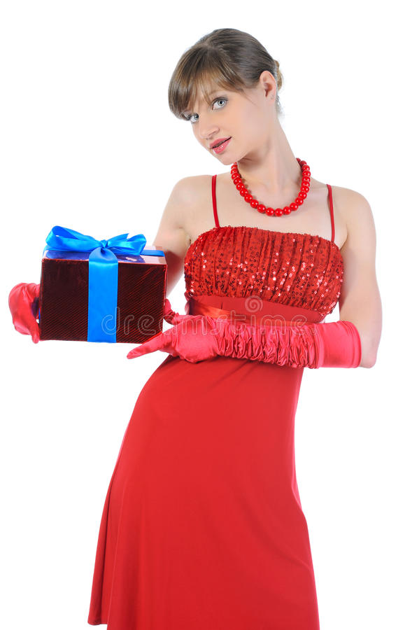 Mädchen im Rot mit einem Geschenkkasten. stockfoto