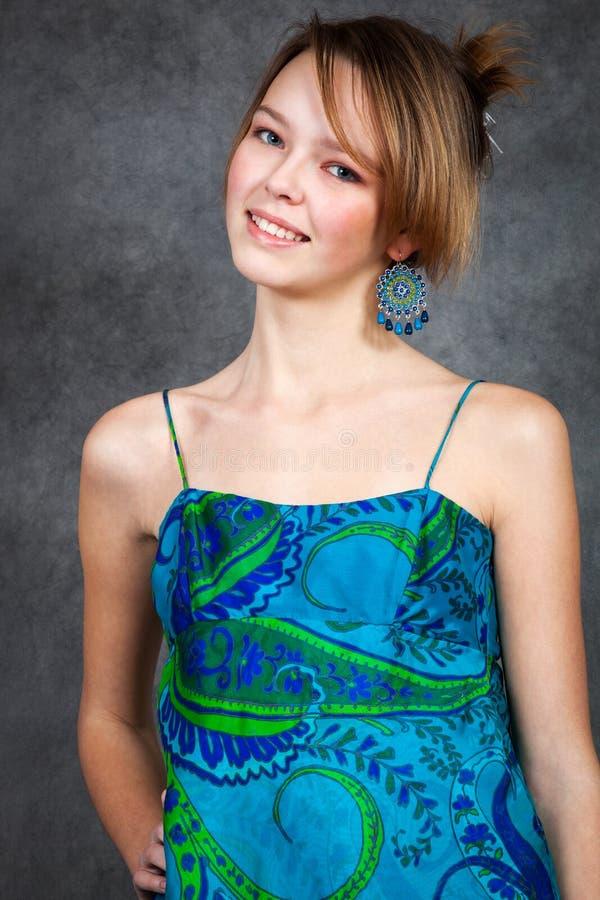 Mädchen im schönen Kleid lizenzfreies stockbild