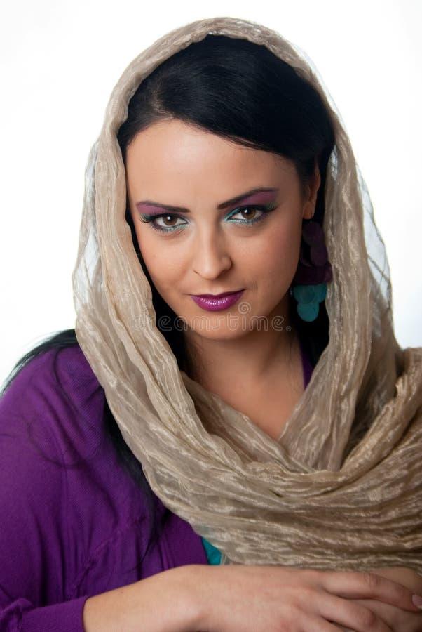 Mädchen im Schal stockfoto