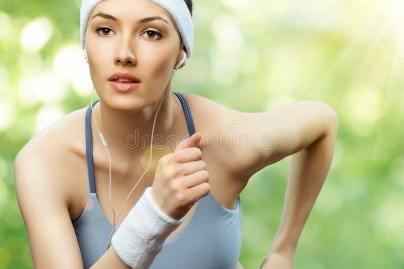 Mädchen im Sport stockbild