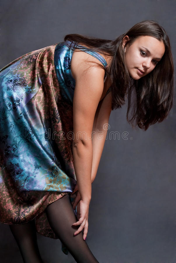 Mädchen im versicolor Kleid stockfotos