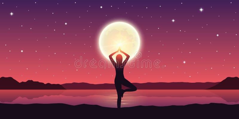 Mädchen macht Yogahaltung am See mit Vollmond und drastischem Himmel stock abbildung