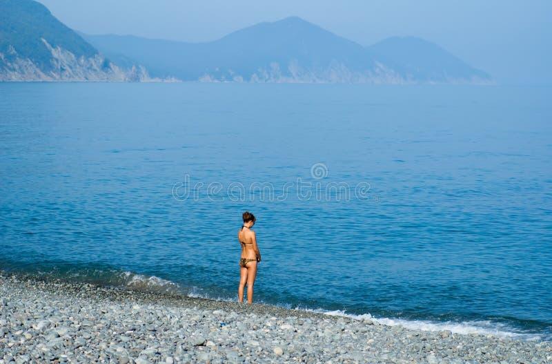 Mädchen in Meer 5 lizenzfreies stockfoto