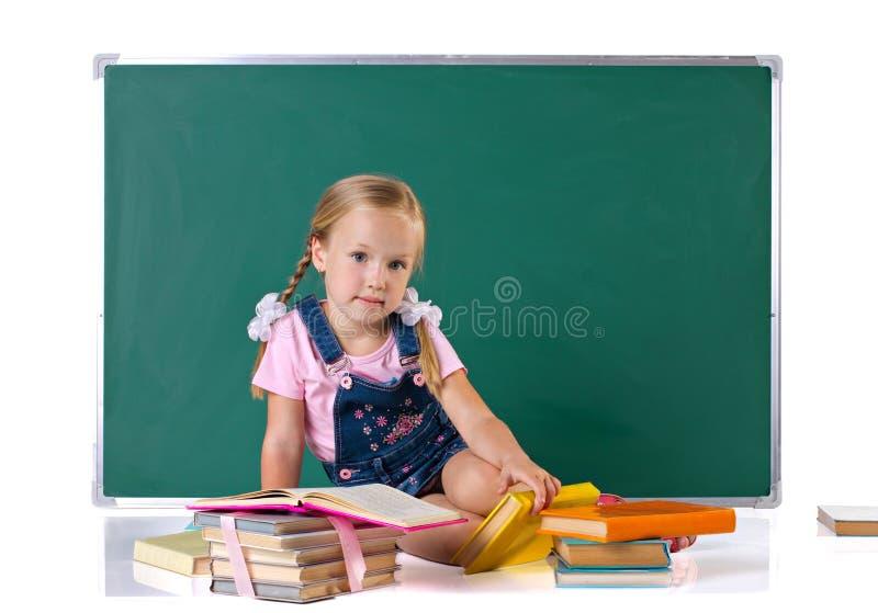 Mädchen mit Büchern lizenzfreies stockbild