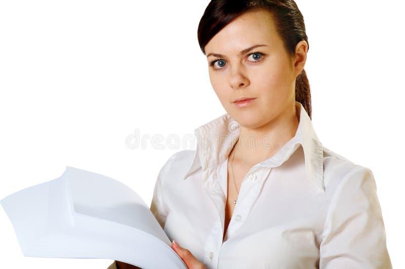 Mädchen mit Blättern Papier lizenzfreie stockbilder