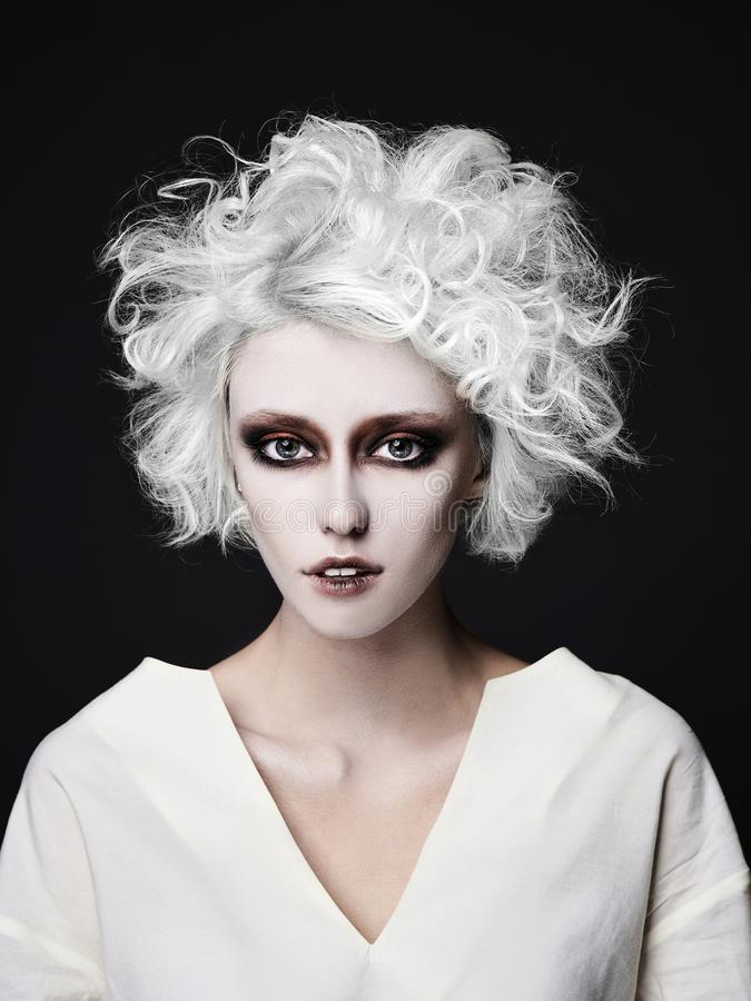 Mädchen mit Clown machen Halloween wieder gut lizenzfreie stockfotos