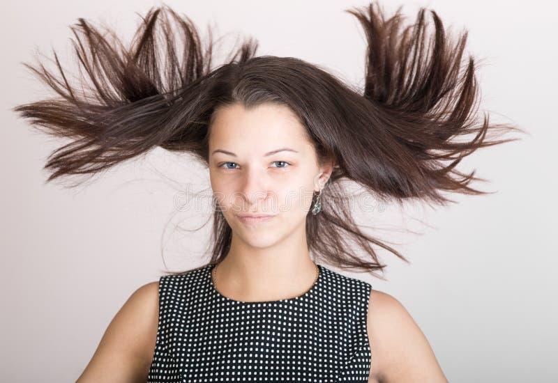 Mädchen mit dem disheveled Haar lizenzfreies stockbild